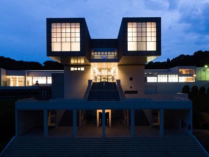 北九州市立美術館本館 外観 photo: Shigetaka Nakano